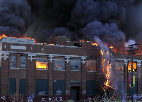 An abandoned Detroit warehouse in flames / AP