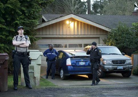 Police outside outside the home of Gov. John Kitzhaber of Oregon. / AP