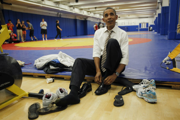 Obama Ties His Shoes